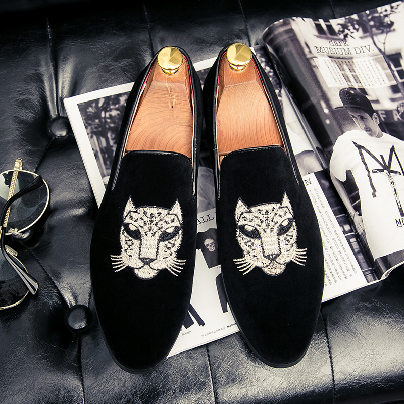 New 2019 Velvet Men Loafers Luxury Brand Shoes Slip On Pointed Toe Party Wedding Dress Shoes Fashion Men Loafers Black