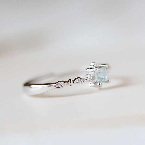 925 Sliver BlueTopaz Zircon แหวน Anillos Dainty Sparkling วงกลมงานแต่งงานพลอยสีฟ้า Bizuteria กล่องเครื่องประดับแหวนผู้หญิง