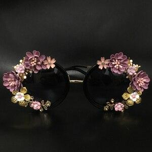 Image 2 - חדש אופנה הבארוק נשים בנות מתכת פרח משקפי שמש רטרו Gems יוקרה משקפי שמש קיץ חוף משקפיים