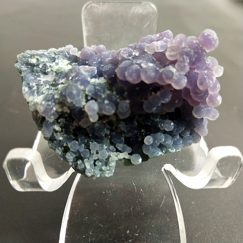 A Natural Stone Crystals Grape Agate Beautiful Home Decoration Stone Wholesale