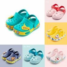 Детские новые трендовые тапочки; Летние сандалии и шлепанцы для маленьких мальчиков; обувь с дырками для девочек; детская обувь с дырками; нескользящие сандалии