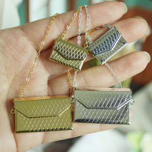 1 Pc Metal chain pack Doll Bag Miniature Shopping Handbag for Clothes Accessories Gold and Silver