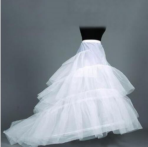 The Bride's Tail Skirt Is Supported By Two Steel And Three Yarns.