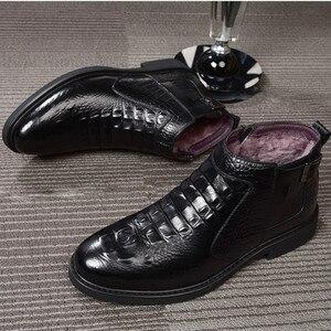 Image 3 - جديد الشتاء موضة التمساح نمط الرجال حقيقية جلد البقر الأحذية عالية الجودة سوبر الدافئة الذكور الشتاء أحذية مقاوم للماء الثلوج الأحذية
