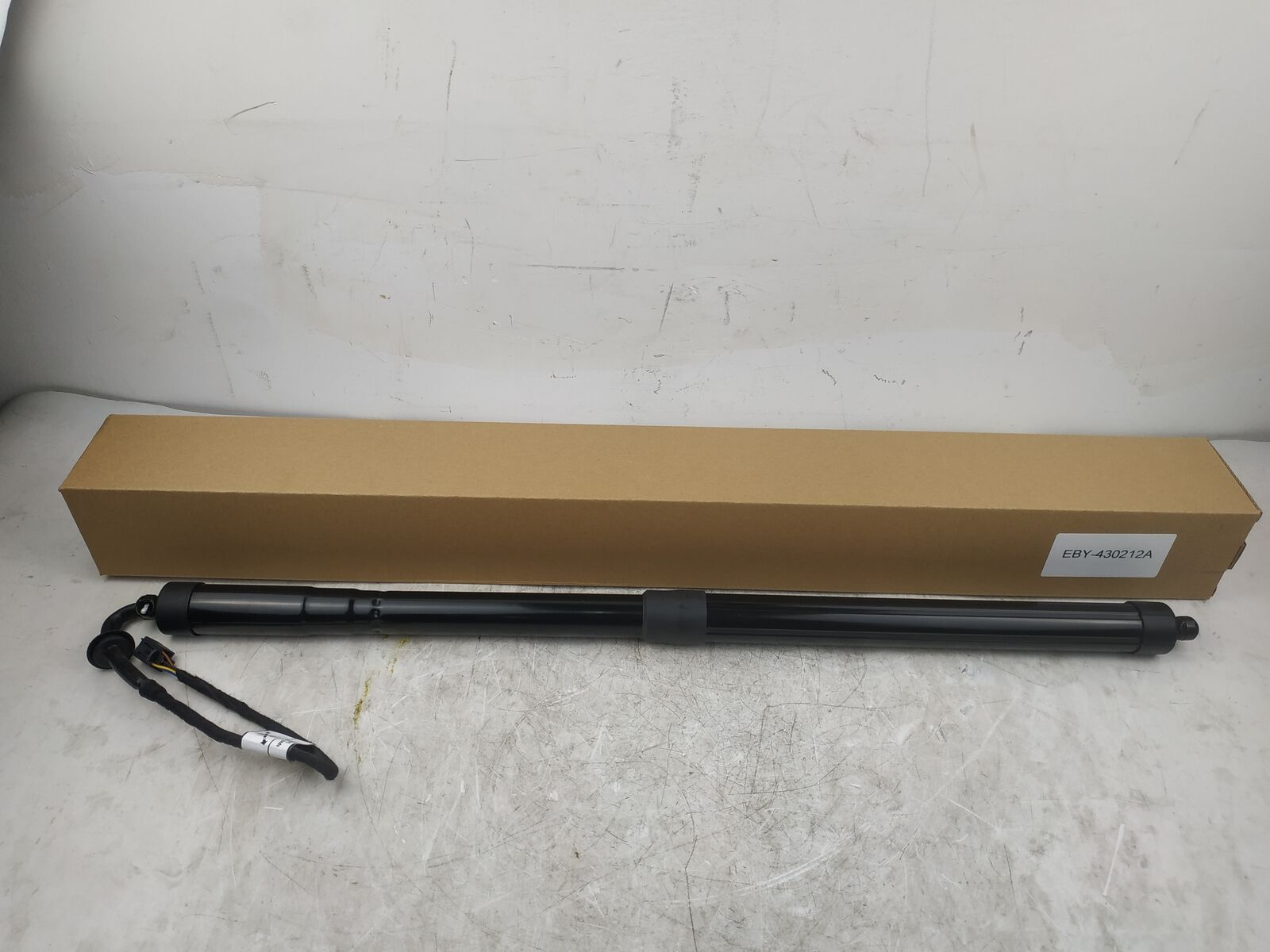 AP03 Electric Tailgate Gas Strut for Land Rover Range Rover Sport 2014-2017 LR044161 image