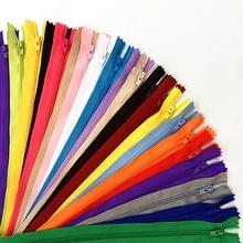 50 pces 3 #(4-24 polegadas) 10-60cm fechado bobina de náilon zíper alfaiate processo de costura multi-cor opcional