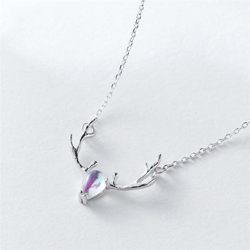 Colorful Elk Simple Fresh Moonstone Clavicle Chain 925 Sterling Silver Temperament Personality Fashion Female Necklace SNE051