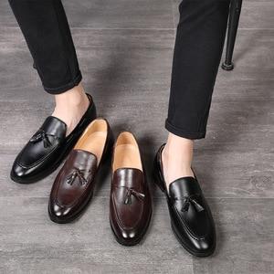 Image 2 - Mannen Kantoor Casual Schoenen Mannen Formele Klassieke Kwastje Slip Op Loafers Schoenen Man Dress Schoenen Business Party Schoenen Zapatos De hombre