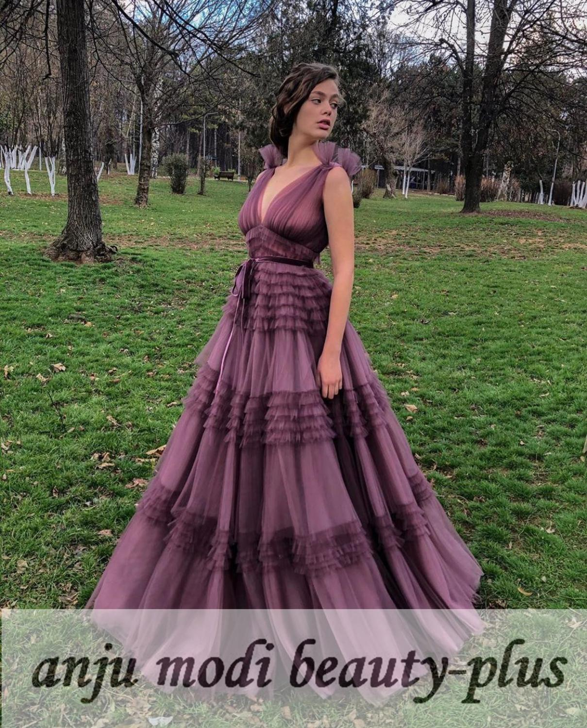 2020 Plum Long Tulle Tiered Prom Dresses Sleeveless Double V Neck Formal Evening Party Ball Gown Robe De Soiree