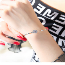 The Fashion Hand-in-the-hand Woman Can Rotate Simple, Simple and Fresh Article To Send Girlfriends Gift!