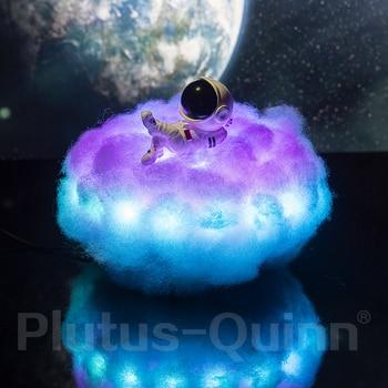 Lampe astronaute sur son nuage de coton