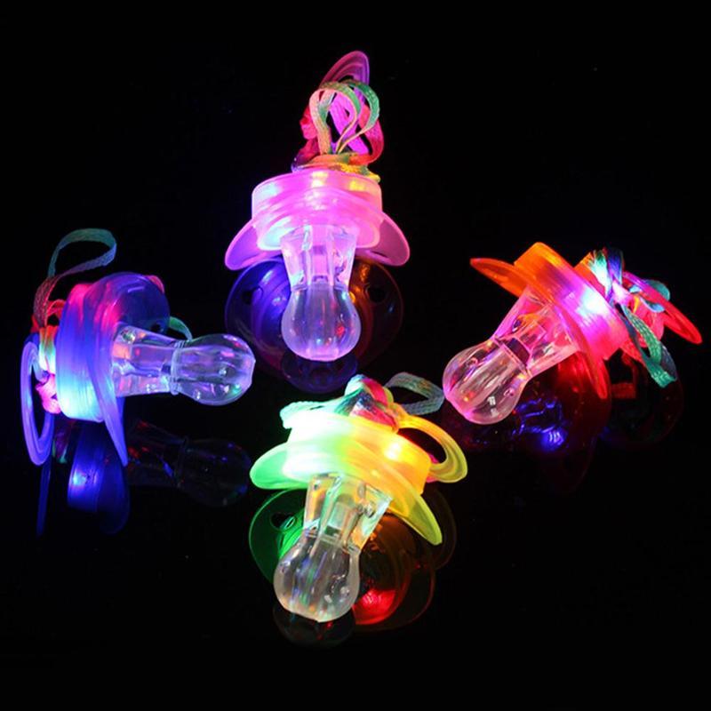 Creative colorido luminoso chupete silbato de juguete Bar concierto KTY Rave LED intermitente Props niños juguetes brillantes accesorios de broma 1 pieza LED luz pelotas de Golf brillo intermitente en la oscuridad pelotas de Golf de noche Multi Color formación pelotas para practicar Golf, regalos