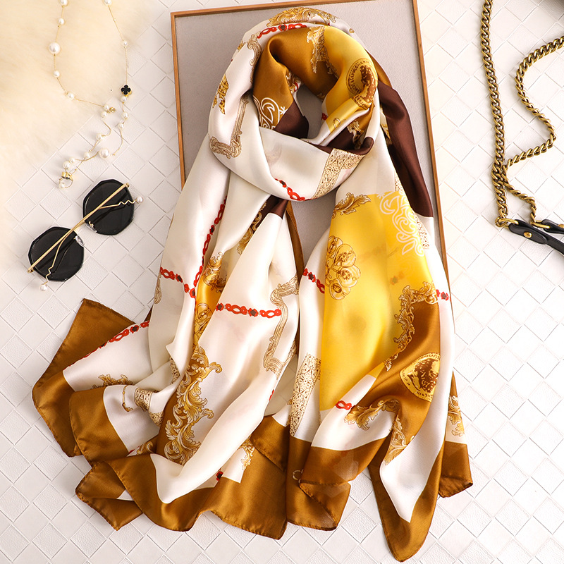 China 2019 New Style Women Popular Beach Silk Fashion Autumn And Winter Nice Chain Scarves Wraps Hijab Lady Muffler Print Shawl