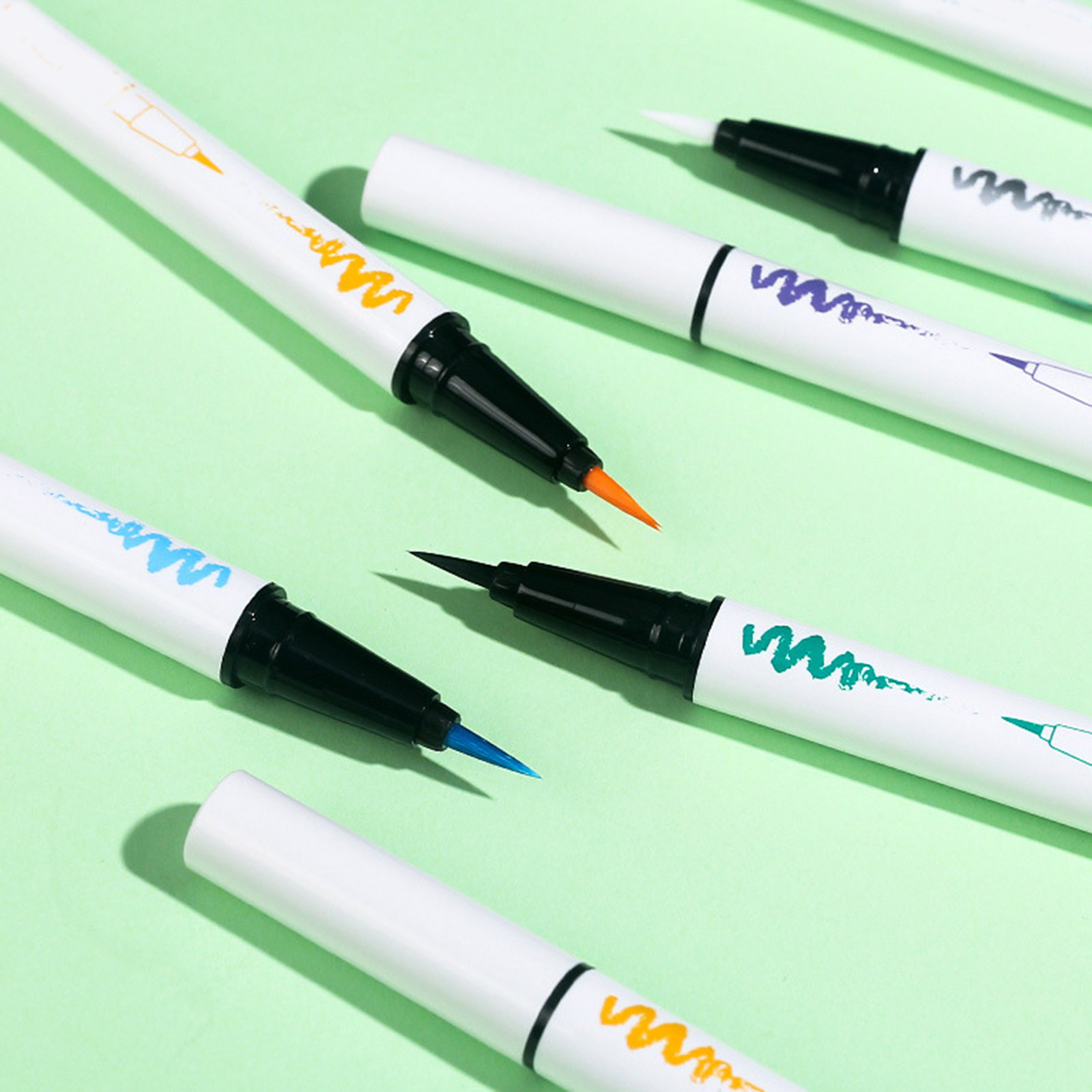 Lápis duradouro à moda do delineador com