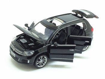 цена на Hot Sale 1/32 Tiguan Diecast Metal SUV Alloy Car Model For Kids Christmas Gifts Toys Collection