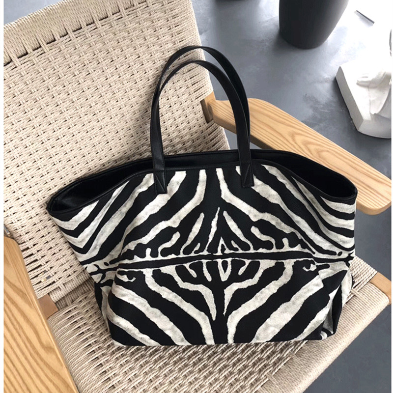 2020 New Fashion Striped Shoulder Messenger Bag Large Capacity Casual Totes Zebra Print Handbags Women Purse and Handbags