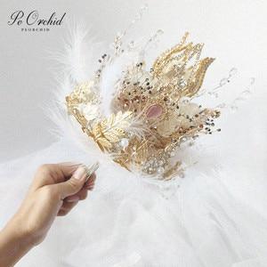 Image 1 - PEORCHID 2020 שרביט כתר יוקרה חתונה זר סיכת תכשיטי זהב עלה נוצת כלה יד מחזיק פרחים מותאם אישית 2020