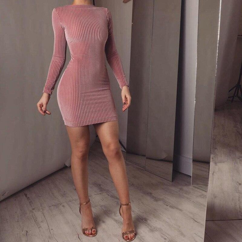 Женское блестящее розовое бархатное приталенное платье с блестками