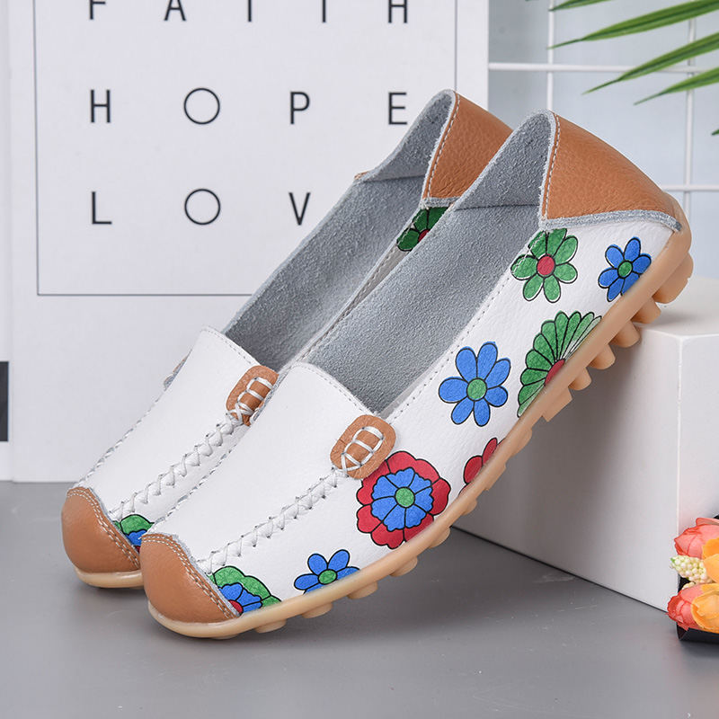 New Women's Shoes Large Size 35-44 Printed Leather Women's Shoes Casual Beanie Shoes Mother Shoes