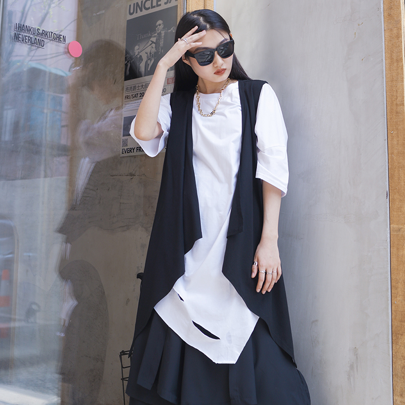 Spring and summer new middle and long waistcoat, black and white, large size, women's versatile, dark Yamamoto style hip hop Str