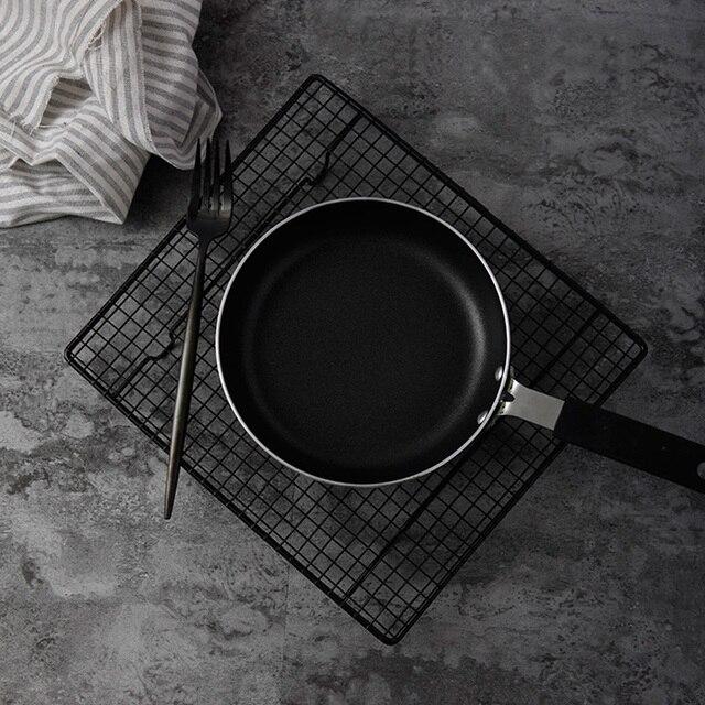 Siyah ızgara fırında demir çerçeve tost raf pişirme kek standı yiyecekler ekmek fotoğraf sahne stüdyo fotoğraf aksesuarları fotostudio