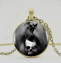 2019 / Bat skeleton crystal pendant necklace, men and women jewelry necklace.