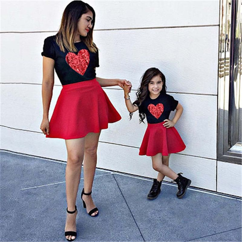 2pcs/set Mother Daughter Outfits Skirt Family Look Mom And Daughter Dress Love Heart Black Matching Clothes T-shirt + Skirt Set