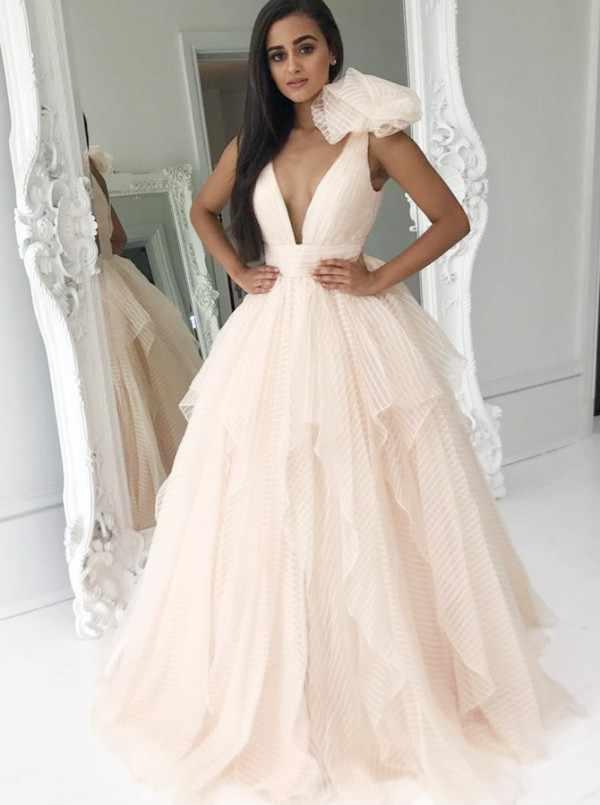 A-Line Tiefem V-ausschnitt Sweep Zug Perle Rosa Gestreiften Tüll Prom Kleid mit Rüschen