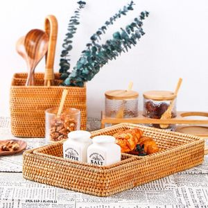 Handmade Rattan Basket Hand-Woven Storage Box Snack Bread Fruit Food Breakfast Display Serving Tray Desktop Organizer Home Decor