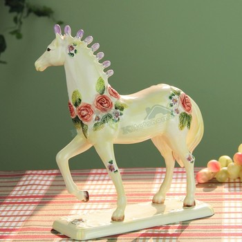 European Creative Roses Flower And Horse Arts Sculpture Zodiac Horse Figurine Ceramics Craft Home Decoration Birthday Gift R3909