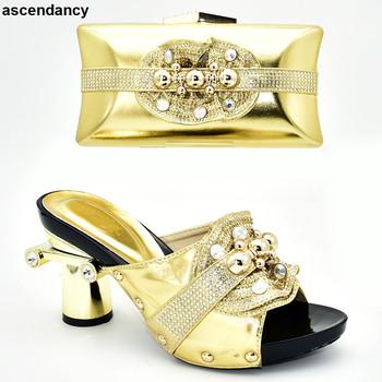 New Arrival obuwie damskie i torby do dopasowania zestaw włochy buty i torby do nigerii Party nigeryjskie damskie buty ślubne i torby zestawy tanie i dobre opinie ascendancy Pantofle Dziwne styl Wysoka (5 cm-8 cm) Pasuje prawda na wymiar weź swój normalny rozmiar ELEGANT Kryształ