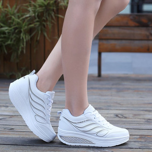 Image 4 - Designer Weiß Plattform Turnschuhe Casual Schuhe Frauen Tenis Feminino Frauen Keile Schuhe Schuhe Korb Femme trainer frauen