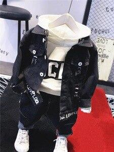 Image 2 - Vêtements de marque pour garçons et garçons, ensemble 3 pièces en coton, veste en Jean, sweat à capuche et jeans, avec lettres, offre spéciale