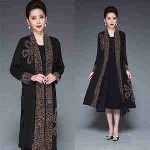 Image 2 - Inverno elegante mãe ocasional vestido longo retro impresso dois pçs vestido de meia idade feminino temperamento vestido de festa plus size L 4XL