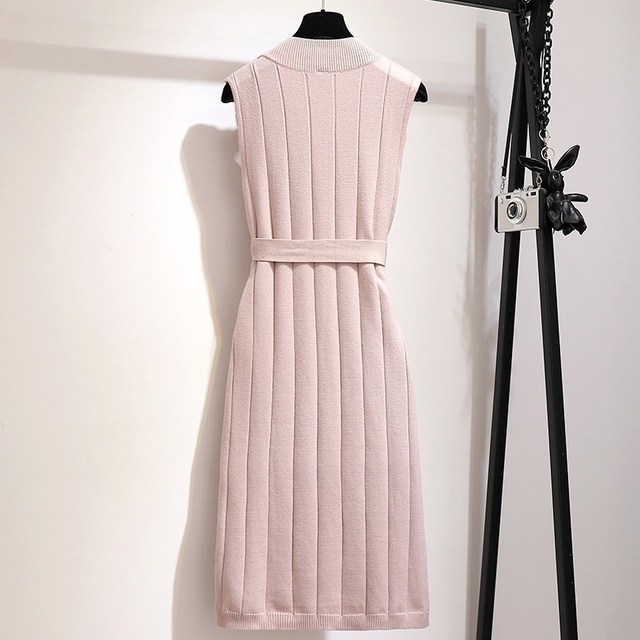 classic pencil dress, sweater like, belted beautifully 4