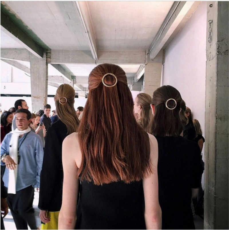 1 Pcs แฟชั่นผู้หญิงเซ็กซี่หญิงโลหะวงกลมดวงจันทร์มนุษย์ธรรมชาติ CURLY Bun ผมปลอมผม Headwear Headband ผมเครื่องมือ