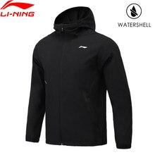 Li-Ning hombres entrenamientos deportivos chaqueta repelente al agua con capucha chaqueta con capucha Regular Fit 100% forro de poliéster ropa de ejercicio AFDR057