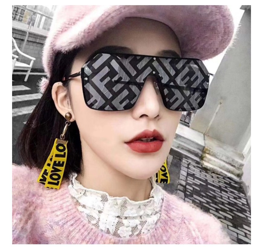 Hip-hop Exaggerated Oversized Framed Sunglasses Withframed Men's And Women's Letter Printed Lenses Fashion Sunglasses Tide