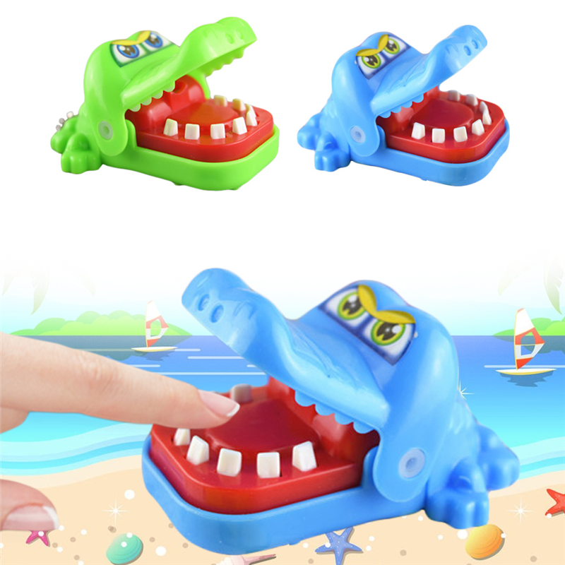 1pc Creative Novelty Practical Jokes Mouth Tooth Crocodile Family Classic Biting Hand Crocodile Key Chains Game Random Color