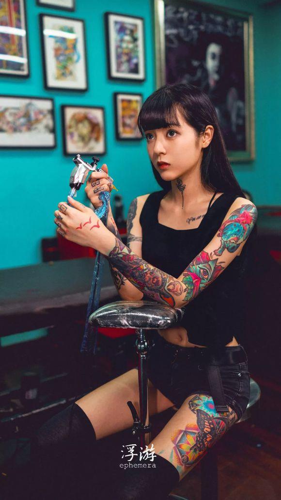 H17fe4e0d051d4d8eb108a026e98bc8e6Q - 纹身妹子高清手机壁纸(一)