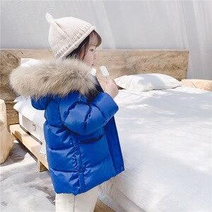 Image 2 - 2019 dzieci jesień i zima nowe dzieci biały puch kaczy dół kurtki dla dziewczynek średnim i długim prawdziwa wełna kołnierz płaszcz