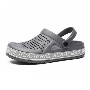 Image 4 - 2019 여름 남성 나막신 샌들 EVA 경량 비치 슬리퍼 남성 여성 Unisex Garden Clog Shoes 성인 커플 신발