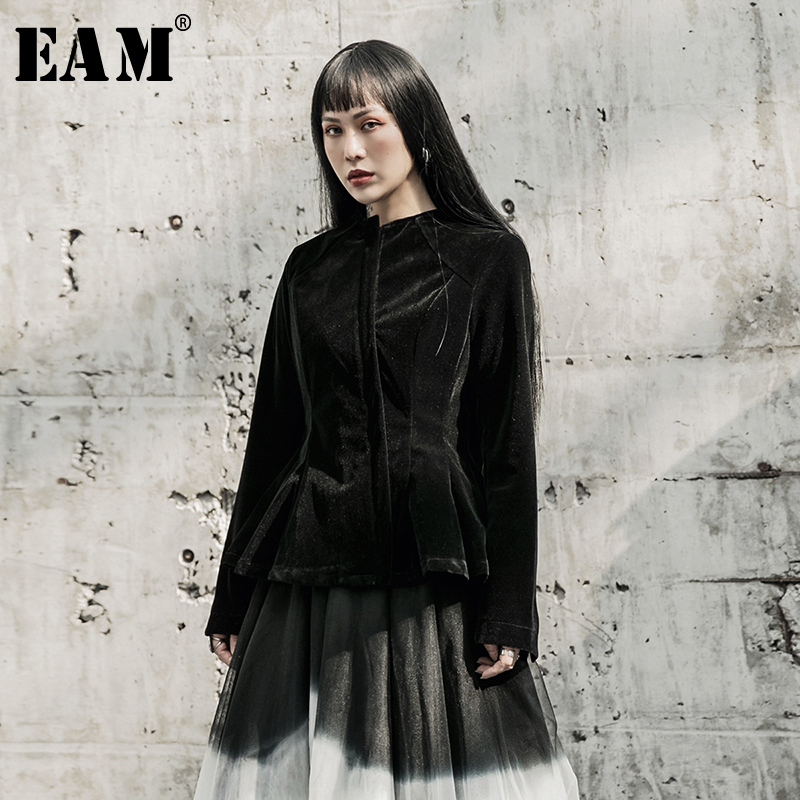 [EAM] Loose Fit Black Velvet Split Joint Temperament Jacket New Round Neck Long Sleeve Women Coat Fashion Tide Spring 2020 1R606