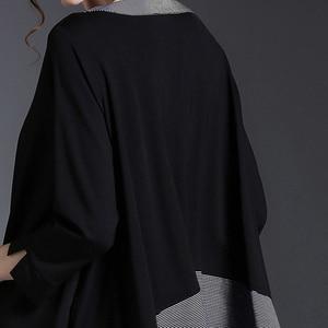 Image 4 - [EAM] 2020 New Spring Round Neck Long Sleeve Black Gray Irregular Plaid Hem Split Joint Big Size T shirt Women Fashion Tide JE68
