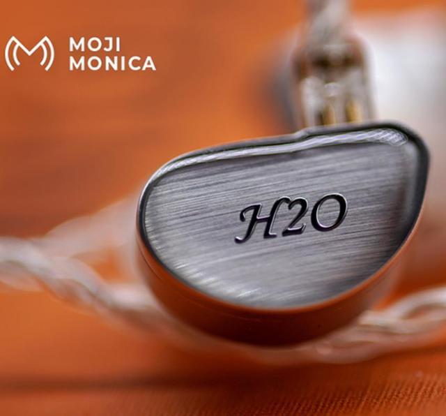 Moji Monica H20 액체 실리카 젤 DD + 2BA HiFi 사용자 정의 음악 모니터 스튜디오 Audiophile 뮤지션 2Pin 0.78mm 이어폰 이어 버드