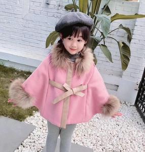 Image 1 - 女の赤ちゃんの冬赤ピンクのウールのケープコート