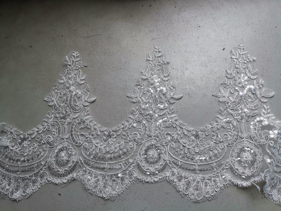 Image 5 - White/Ivory Wedding Veil 2M/ 2.5M / 3m / 4M Long Comb Lace Mantilla Cathedral Bridal Veils Wedding Accessories Veu De NoivaBridal Veils   -