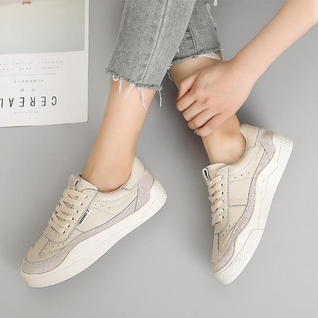 женская спортивная обувь; повседневная обувь на плоской подошве фотография