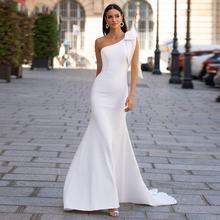 Женское атласное платье с юбкой годе белое/цвета слоновой кости