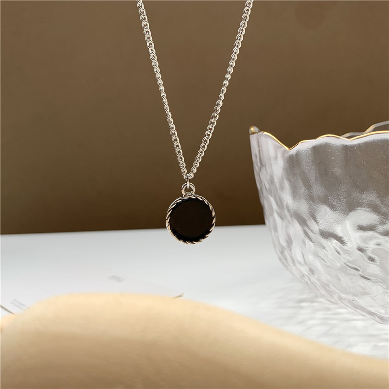 Classic Gothic Black Round Metal Piece Pendent Necklace Korean Cute Disc Necklace for Women Men Girls Neck Collar Jewelry Gift